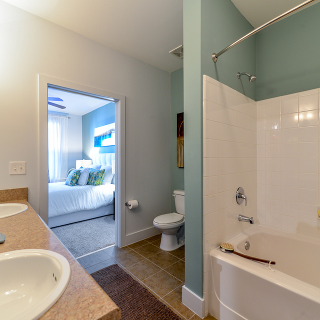 Century Skyline Apartment Homes Bathroom